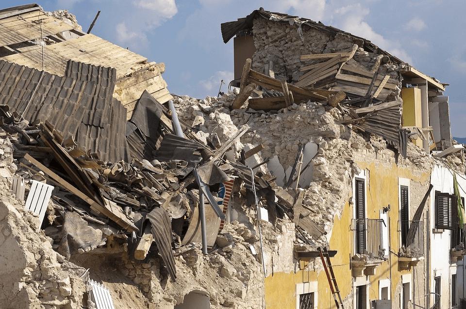 L'Italia: un Paese che crolla e non sa rialzarsi